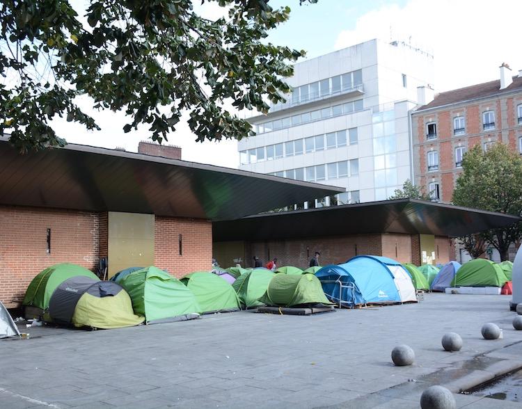 migrant-tents